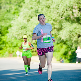 Sara runs the 2016 5K course.
